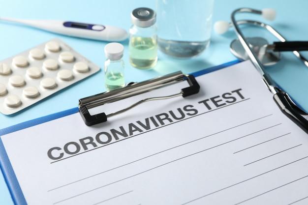Zusammensetzung der schutzmittel gegen coronavirus auf blau