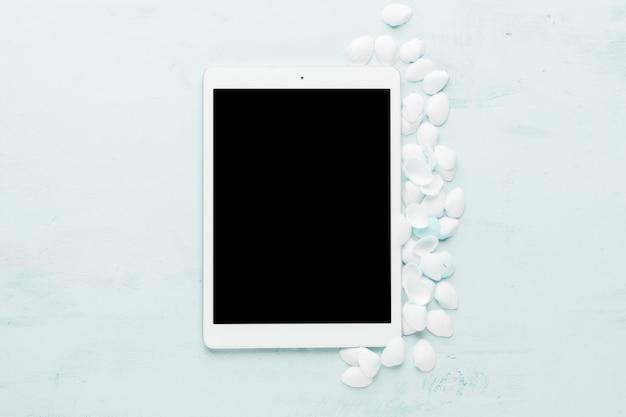 Zusammensetzung der tablette und der weißen muscheln