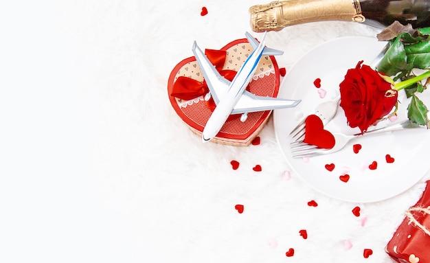 Zusammensetzung der valentinstaggeschenke und -verzierungen