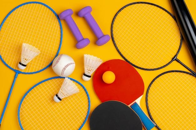 Zusammensetzung der verschiedenen sportgeräte für fitness und spiele