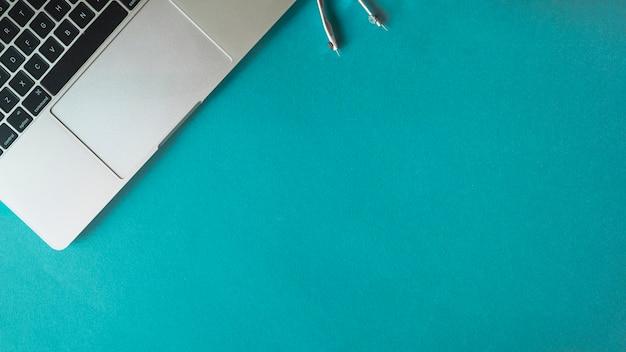 Zusammensetzung des laptops und des kompasses für technik