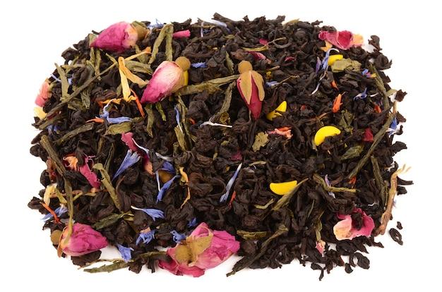 Zusammensetzung des tees auf einem weißen hintergrund