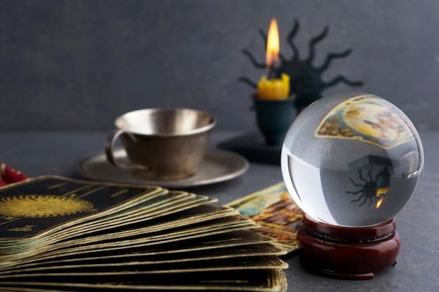 Zusammensetzung esoterischer objekte, die zur heilung und wahrsagerei verwendet werden