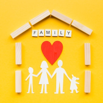 Zusammensetzung für familienkonzept auf gelbem hintergrund
