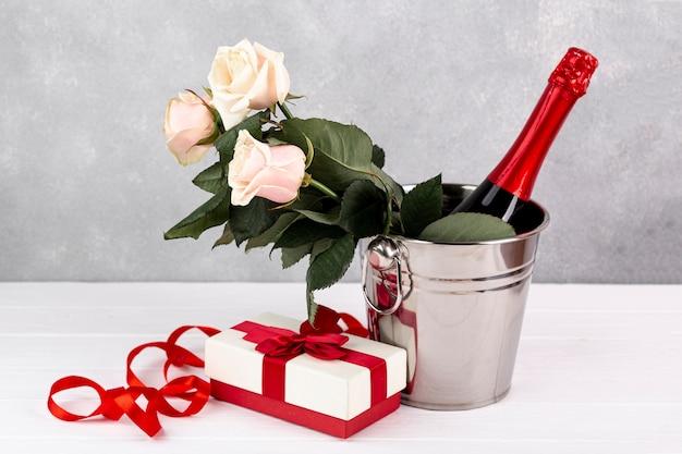 Zusammensetzung für valentinstagabendessen auf tabelle