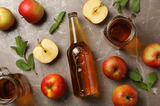 Zusammensetzung mit apfelwein und äpfeln