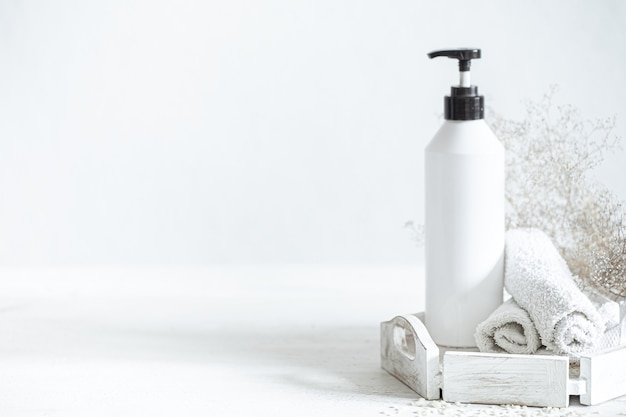 Zusammensetzung mit badezusätzen. konzept für sauberkeit, gesundheit und persönliche hygiene.