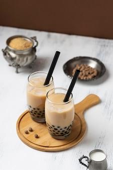 Zusammensetzung mit köstlichem thailändischem teegetränk