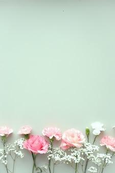 Zusammensetzung mit schönen blumen