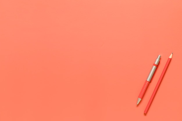 Zusammensetzung von briefpapierwerkzeugen in der roten farbe