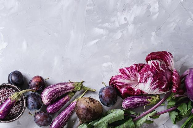 Zusammenstellung des purpurroten gemüses Premium Fotos