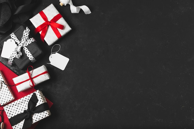 Zusammenstellung von geschenken mit umbauten und exemplarplatz