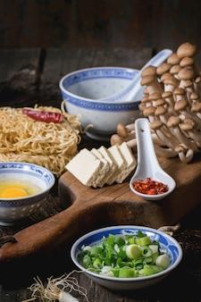 Zutaten für asiatische ramen