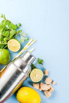 Zutaten für cocktail mojito auf einem hellblauen hintergrund