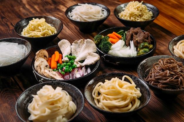 Zutaten für das kochen von nudeln der koreanischen küche