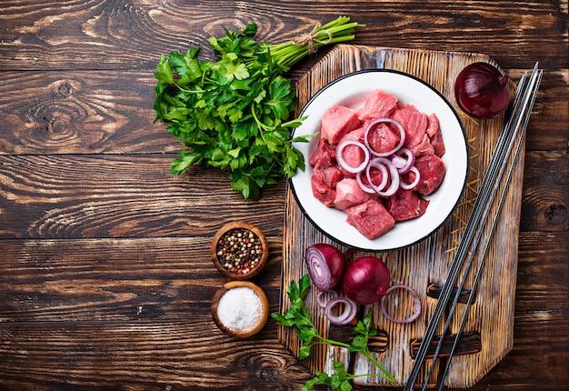 Zutaten für das kochen von schaschlik oder schaschlik