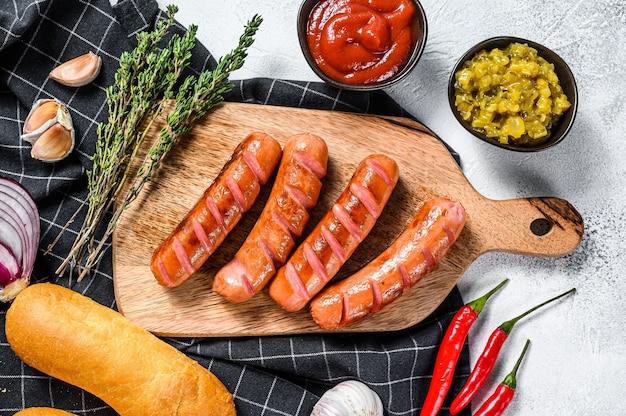 Zutaten für die herstellung von hausgemachten hot dogs