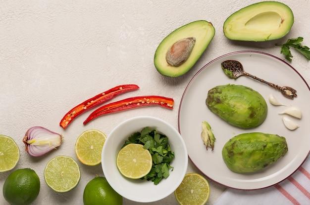 Zutaten für die mexikanische sauce guacamole kochen