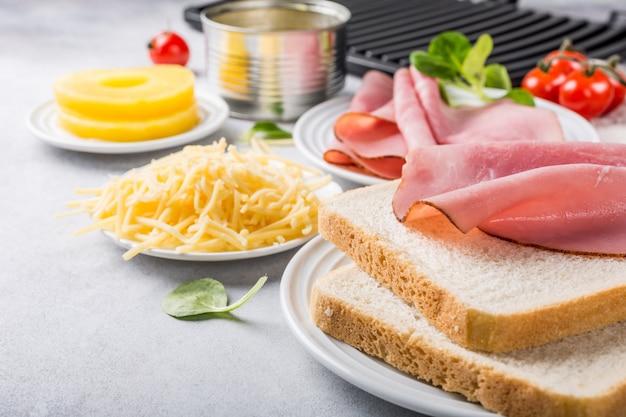 Zutaten für gegrillten hawaii-toast
