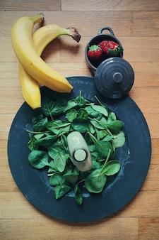 Zutaten für grünen spinat banane smoothie
