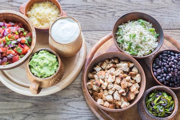 Zutaten für hühnchen-burrito-schüssel