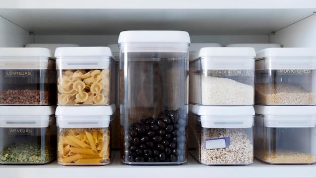 Zutaten in behältern