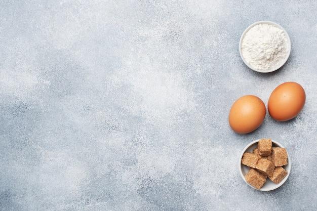 Zutaten zum backen von keksen, cupcakes und kuchen