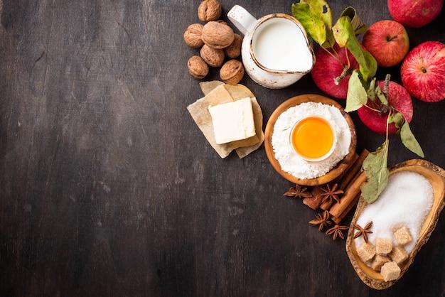 Zutaten zum kochen apfelkuchen