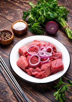 Zutaten zum kochen von schaschlik oder schaschlik