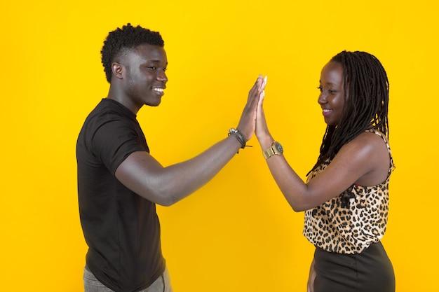 Zwei afrikanische menschen mann und frau