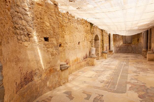 Zwei-apsis-zimmer der villa romana del casale, piazza armerina