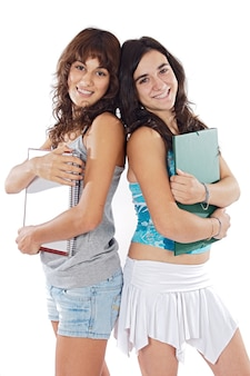 Zwei attraktive studenten a über weißem hintergrund