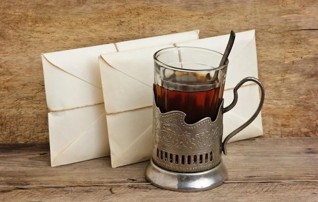 Zwei briefe und ein glas tee