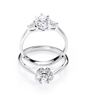 Zwei diamant-verlobungshochzeitsringe auf lokalisiertem weißem hintergrund
