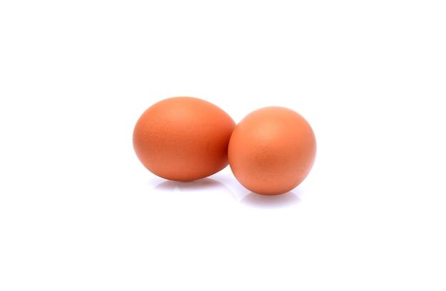 Zwei eier isoliert auf weiß