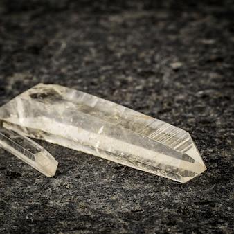 Zwei einkristalle aus quarz