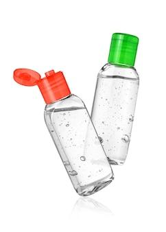 Zwei flaschen mit händedesinfektionsmittel oder antiseptischem gel auf weißer oberfläche isoliert