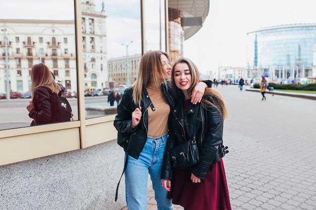 Frauen treffen in der nahe