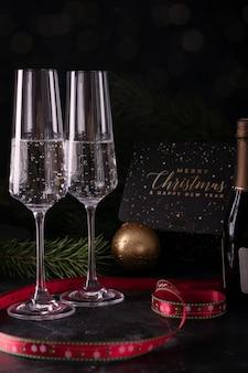 Zwei gläser champagner am silvesterabend