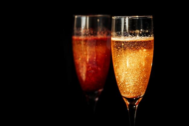 Zwei gläser champagner.