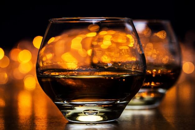 Zwei gläser cognac