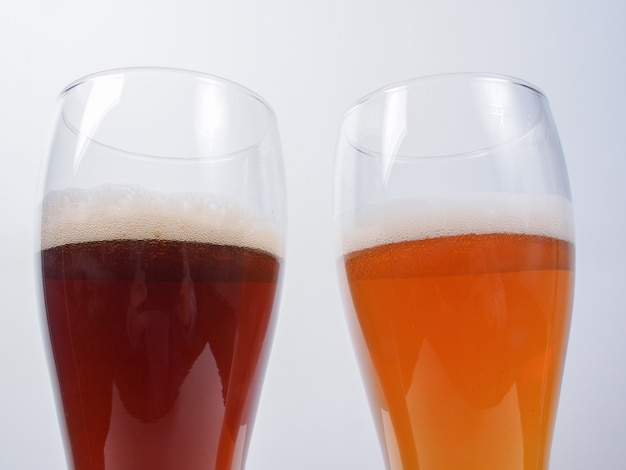 Zwei gläser deutsches bier
