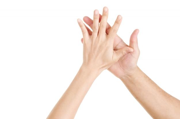 Zwei hände bis fünf. frau hände und mann hände hallo fünf.