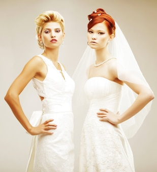 Zwei junge bräute