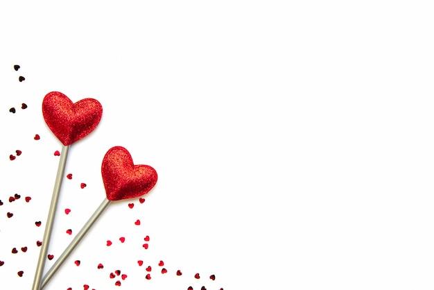 Zwei liebeszauberstäbe. valentinstag konzept. speicherplatz kopieren.