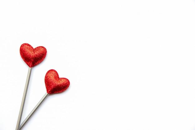 Zwei liebeszauberstäbe. valentinstag konzept.