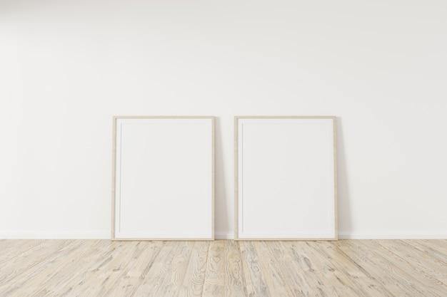 Zwei modellplakat auf holzboden
