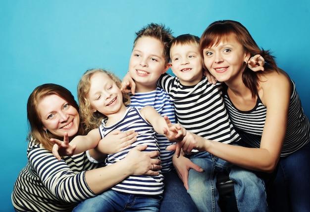 Zwei mütter und drei kinder