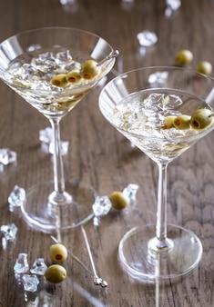 Zwei olivencocktails