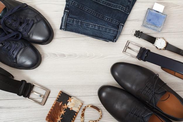 Zwei paar schwarze leder herrenschuhe zwei gürtel für herren jeans herren köln armbanduhr